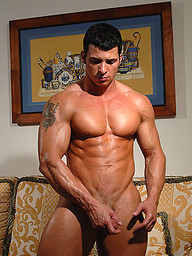 Tony Da Vinci shows his perfect muscled body
